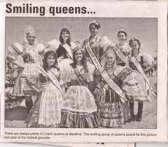 smiling queens